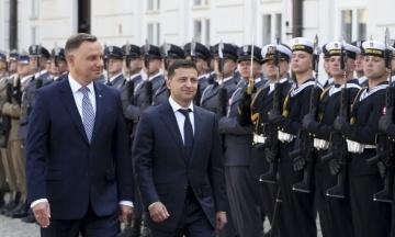 В Украину с трехдневным визитом прилетел президент Польши. Он посетит Киев и Одессу