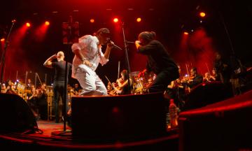 «Зроби мені хіп-хоп». Група «ТНМК» 30 років на сцені й тепер співає з Винником та Вакарчуком — великий профайл theБабеля