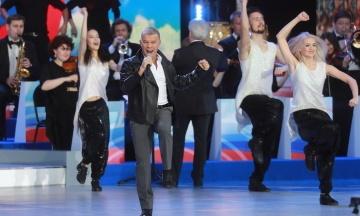 СМИ сообщили, что в Донецке на концерте под сцену провалился Газманов. На самом деле это был бразильский диджей из Сан-Паулу