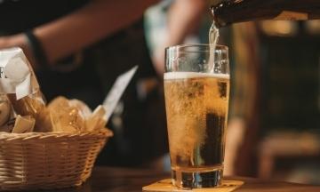 В Британии пабам из-за коронакризиса пришлось вылить 50 миллионов литров пива