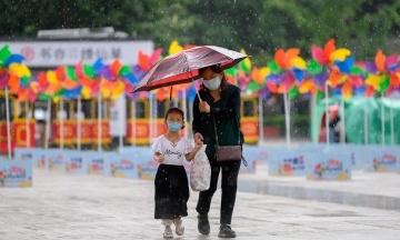 Китай скасував штрафи за народження трьох дітей у родині й починає боротися зі старінням населення