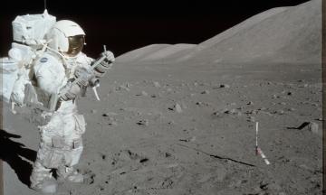 Илон Маск собирается посадить корабль Starship на Луну раньше чем через два года