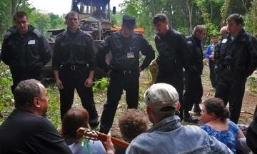 ЄСПЛ присудив по €22,6 тис. чотирьом харків'янам, які протестували проти вирубки дерев у 2010 році. Суд визнав, що Україна порушила їхні права