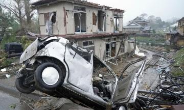 В Японии после оползня 80 человек пропали без вести. Трое погибли