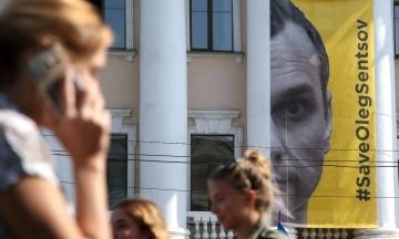Голодування Сенцова: тюремники стверджують, що режисер почав їсти та навіть набрав майже 2 кг