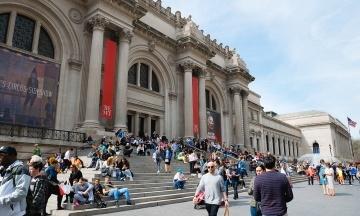 Нью-Йоркський музей Метрополітен відмовився від пожертв відомої династії філантропів через її роль в опіоїдній кризі у США