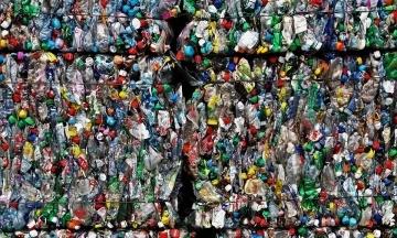 ЕС планирует отказаться от пластиковой посуды с 2021 года