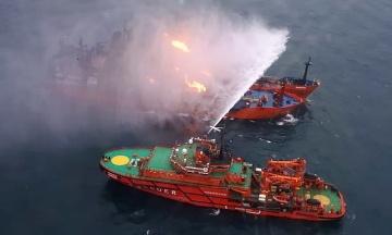 Танкер, загоревшийся в Черном море, не мог зайти в порт. Он был под санкциями США