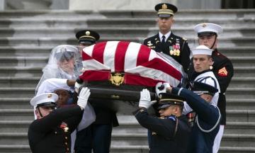 У США відбувся похорон Джона Маккейна. На церемонії були присутні Кличко, Порошенко і Саакашвілі
