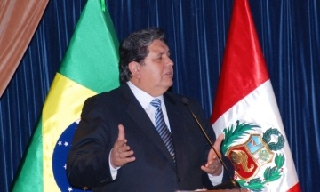 Бывший президент Перу выстрелил в себя, когда его пытались арестовать