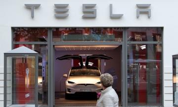 Tesla остановила прием биткоина в качестве оплаты из-за влияния на экологию. Криптовалюта потеряла в цене 15%
