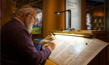 В американському музеї Біблії більше року виставляли стародавні рукописи. Вони виявилися підробкою