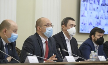 Міністр Чернишов, який захворів на коронавірус, був на засіданні Кабміну. Урядовців відправлять на тестування