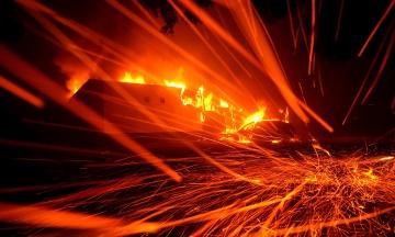 Лісові пожежі в Каліфорнії: 40 тисяч людей залишили свої будинки, рятуючись від вогню