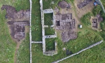 В Шотландии раскопали «застольный зал» викингов XII века