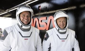 Космічний корабель Crew Dragon із двома астронавтами на борту успішно повернувся з МКС на Землю