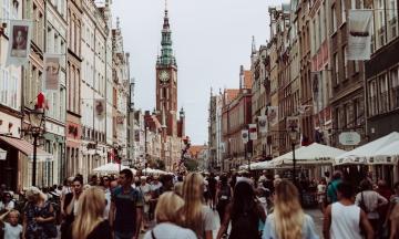 Найпопулярніші напрямки серед українців — Польща і Туреччина. В Україну в основному їдуть з Молдови та Росії