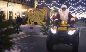 Кличко переодягнувся у Діда Мороза та на квадроциклі привітав киян з Новим роком