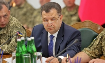 Порошенко уволил министра обороны Полторака с военной службы и наградил орденом