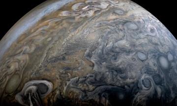 NASA виявили гігантські бурі на полюсі Юпітера