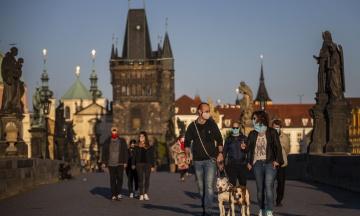 У Чехії достроково послабили карантинні обмеження. Масові заходи дозволені за участю до 5 тисяч осіб