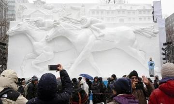 В Японії розпочався 70-й Сніговий фестиваль у Саппоро. Глядачів чекають майже 200 скульптур зі снігу та льоду