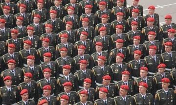 Порошенко підписав закон, який затверджує привітання «Слава Україні» в армії
