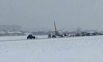 В аеропорту «Львів» літак Turkish Airlines викотився за межі злітної смуги. Роботу аеропорту тимчасово призупинено