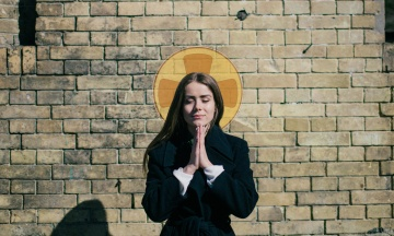 «Біологічно жінка не може прагнути лідерства». Радикальна антифеміністка Олександра Скляр — про сестринство святої Ольги, ЛГБТ і чоловіків