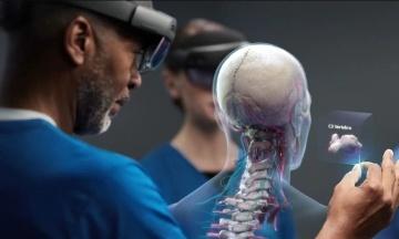 Microsoft надасть армії США доступ до окулярів доповненої реальності HoloLens. Однак в компанії критикують цей контракт
