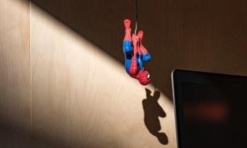 Вселенная Marvel отказалась от супергероя Человека-паука. Он будет сниматься только в фильмах Sony