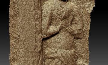 В Шотландии нашли скульптуры возрастом более 600 лет. Несколько веков назад их спрятали за стену, и статуи просто никто не видел