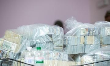 Справа про хабар у $6 мільйонів: обвинувачена Мазурова пішла на угоду зі слідством