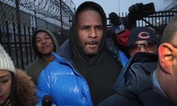 Репера R. Kelly знову арештували. Тепер його підозрюють у несплаті аліментів на $161 тис.