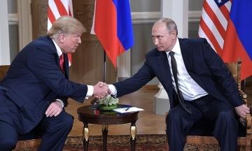 The Guardian: Путин поручил разведке поддержать «психически неуравновешенного» Трампа на выборах 2016 года