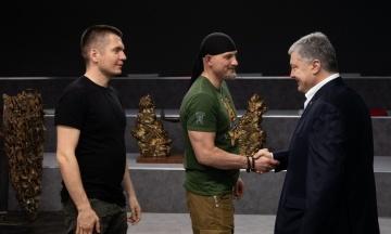Порошенко передаст фондам, которые помогают армии, 1,75 млн гривен