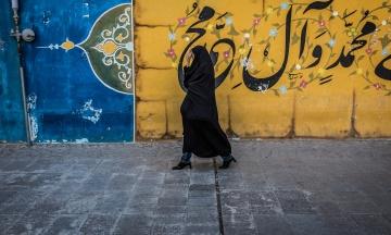 В Ірані українка втекла від чоловіка. Щоб її повернути, чоловік атакує посольство України