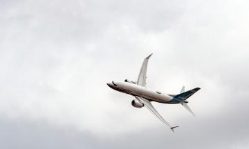 «Посадив би на борт свою родину». Гендиректор Boeing заявив, що впевнений у надійності 737 MAX