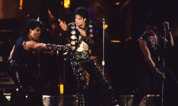 Куртку Майкла Джексона из его первого сольного тура выставили на аукцион