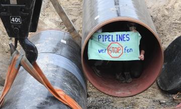 У Німеччині активісти влаштували протест проти «Північного потоку — 2» і залізли в газову трубу