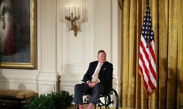 «Справедливасправа» і «Буря в пустелі». theБабель зібрав усе, чим запам'ятався Джордж Буш — старший у політиці