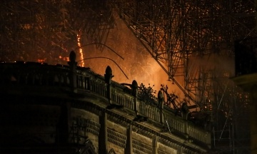 NYT воспроизвела хронологию пожара в соборе Парижской Богоматери.  Виноваты все и никто — пересказываем материал