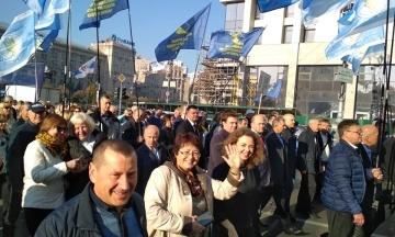В Киеве Крещатик перекрыли из-за митинга профсоюзов. Центр столицы стал в пробках