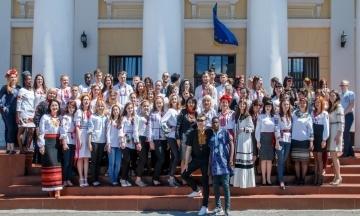 «Все — нелегалы». Иностранных студентов вуза в Кропивницком могут депортировать из-за фирмы-рекрутера