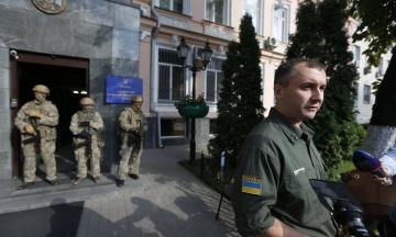 Из Украины выдворили российских чиновников, которые приезжали на переговоры по рыболовству в Азовском море. Им запретили въезд на три года