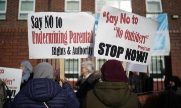 У британському Бірмінгемі призупинили уроки про права ЛГБТ через протести батьків