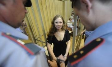 Активістка Pussy Riot вилетіла в Едінбург всупереч забороні на виїзд з Росії