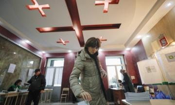 У Грузії відбулися парламентські вибори за новою системою. За даними екзит-полу, лідирує правляча партія, у блоку Саакашвілі — вдвічі менше