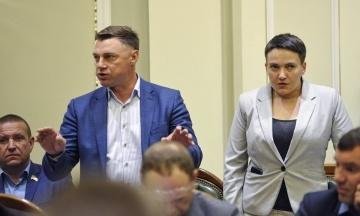 Нардепи Савченко і Купрій намагалися зірвати засідання погоджувальної ради. Вони вимагали розглянути питання інавгурації Зеленського
