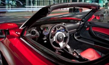 Маск: Интерьеры салонов двух моделей электрокаров Tesla упростят